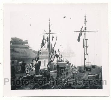 Schlachtschiff im Hafen