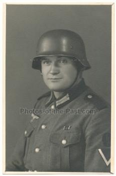 Portrait Funker Wehrmacht mit Stahlhelm