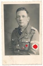 Portrait Angehöriger der Organisation Todt mit Verwundetenabzeichen und Sportabzeichen OT