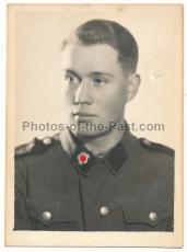 Portrait SS Mann mit Totenkopf Kragenspiegel