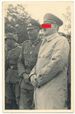 Adolf Hitler mit Ritterkreuzträger General