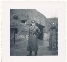 Fallschirmjäger Offizier Ritterkreuzträger Hauptmann Witzig vor Bunker Fort Eben Emael in Belgien ! Luftlandepionieroffizier !
