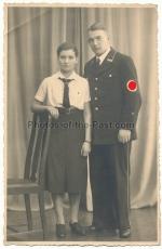 Angehöriger der SS Standarte 9 mit BDM Mädchen - Portrait
