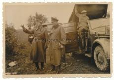 Ritterkreuzträger General Martin und Generalfeldmarschall Kluge im Osten 1942