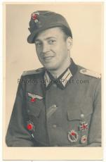 Portrait Foto Oberleutnant der Wehrmacht Deutsches Kreuz in Gold Träger