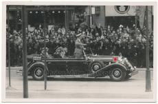 Adolf Hitler im Mercedes Benz PKW bei Führerparade 20.4.1938