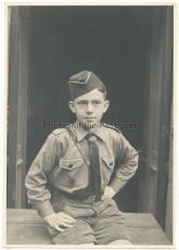 Portrait Hitlerjunge mit Treffen Abzeichen der Hitlerjugend HJ