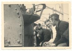 U Boot Kommandant Ritterkreuzträger Schultze auf dem Turm von U 48