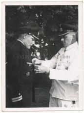 4 Fotos U 48 U Boot Kommandanten Ritterkreuzträger Schultze Bleichrodt mit Offizieren und Mannschaft bei Ordensverleihung