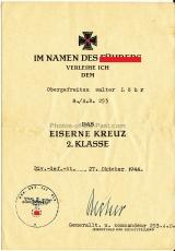 Doppelurkunde der Ostmedaille an einen Obergefreiten des Artillerie Regiment 26 und Urkunde Eisernes Kreuz II. Klasse Artillerie Regiment 253