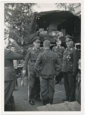 Generalfeldmarschall Kesselring an der Feldküche beim II. Fliegerkorps im Osten - Ritterkreuzträger der Luftwaffe