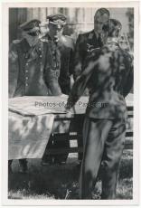 Offizier und Genaräle vom Stab um Feldmarschall Kesselring an Karten im Lager Raubritter 5 im Osten - Ritterkreuzträger der Luftwaffe