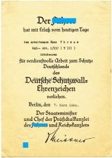 Verleihungsurkunde Deutsches Schutzwall Ehrenzeichen an einen Arbeitsmann der RAD Abteilung 1/157 Lötzbeuren