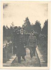 Ritterkreuzträger der Kriegsmarine auf einem Heldenfriedhof in Norwegen