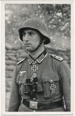 Ritterkreuzträger des Heeres - Sturmpionier Oberfeldwebel mit Fernglas