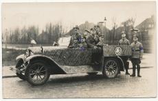 Angehörige des Frontsoldatenbund im Auto mit Beschriftung Barmbeck Zug Nord N.S.D.F.B. Stahlhelm - Luftpostkarte mit Unterschriften
