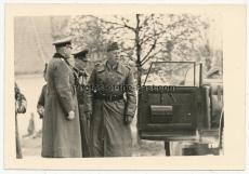 Ritterkreuzträger des Heeres - Generalfeldmarschall von Reichenau und der Kommandierende General Koch beim Div. Kommandeur in der Ukraine - 297. Infanterie Division