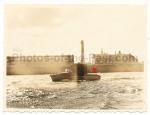 Kriegsmarine in Ijmuiden Holland Schiff vor Leuchtturm mit Tarnanstrich