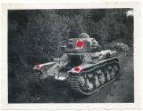 Französischer Char R 35 Panzer mit aufgemalten Hakenkreuzen an der Westfront ! Wehrmacht Beute Tank !