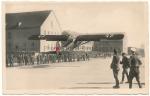 Postkarte Fieseler Storch Fi156 Flugzeug landet auf Kasernenhof