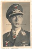 Hoffmann Foto Postkarte Werner Mölders mit Ritterkreuzträger und Eichenlaub