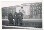 SS Männer vor SS Kaserne in Nürnberg 1941
