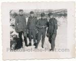 SS Männer Division Totenkopf in Petsamo Finnland 1941 Feldmützen mit SS Totenkopf 1. Form