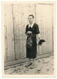 Arbeitslager Wola Polen Frau mit geschorenen Haaren !