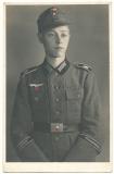 Portrait Soldat der Wehrmacht mit Ärmelstreifen Großdeutschland und Führerhauptquartier ! GD FHQ !