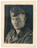 Soldat der Wehrmacht mit Panzer Totenkopf am Schiffchen und auf den Schulterklappen ! Portrait 1944