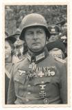 Ritterkreuzträger Oberst Schmidt mit Orden und Auszeichnungen