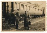 Ritterkreuzträger General Martin am Eisenbahn Waggon im Osten 1942