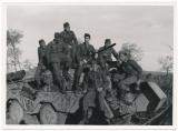 Pressefoto Ritterkreuzträger Heinz Reverchon auf einem Panzerspähwagen in Arik Terek Russland