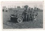 Soldaten Division Großdeutschland vor VW Kübelwagen Typ 82