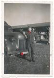 Waffen SS Kraftfahrer am Ford LKW mit SS Kennzeichen