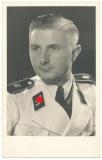 Portrait SS Mann der Leibstandarte Adolf Hitler in weißer Uniformjacke mit LAH Schulterklappen
