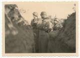 Ritterkreuzträger General Zorn im Schützengraben an der Ostfront - Kommandeur der 20. Infanterie Division