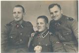 Portrait Foto SS Rottenführer SS Unterscharführer mit Stofftier und SS Sturmann der Totenkopf Standarte 6
