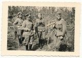 Ritterkreuz Träger und Deutsches Kreuz in Gold Träger an der Ostfront ....