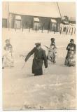 Waffen SS Wache an einem Gefangenenlager