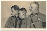 Portrait SA Rottenführer mit Jungen der Hitlerjugend - Vater mit Söhnen - Atelier Bochum
