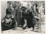 Generalfeldmarschall Kesselring bei der Aufklärungsgruppe 122 in Smolensk Russland - Ritterkreuzträger der Luftwaffe