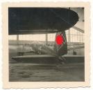 Heinkel He 111 Bomber Flugzeug mit großem Hakenkreuz auf dem Leitwerk