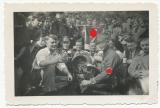 Deutsches Jungvolk und SA Männer an einem Bierfass