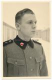 Portrait Foto Waffen SS Sturmmann vom Totenkopf Regiment 3 - Totenkopf nach vorne schauend !