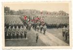 SA Männer - Aufmarsch mit Flaggen und Standarten