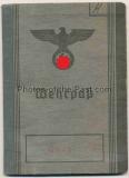 Wehrpaß für einen Soldaten der Wehrmacht aus Iserlohn