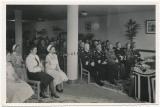 Offiziere von Heer Luftwaffe und Kriegsmarine bei der Einweihung vom neuen Soldatenheim in Lorient Frankreich - Ritterkreuzträger mit Eichenlaub anwesend !