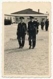 2 Fotos Großadmiral Erich Raeder mit Marschallstab in Esbjerg Dänemark - Ritterkreuzträger der Kriegsmarine
