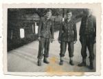 Waffen SS Männer Leibstandarte Adolf Hitler LAH in Josefstadt 1944